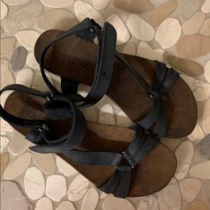 NWOT Sundance Caracara sandals